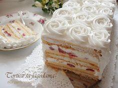 Beze torta s jagodama Baking Recipes, Dessert Recipes, Desserts, Amazing Food Decoration, Chrismas Cake, Torte Cake, Keto Cake, Polish Recipes, Strawberry Recipes