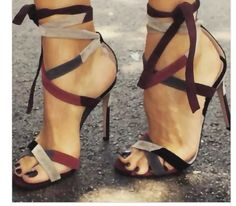 We have some of the trendiest affordable high heel women shoes online today. We have affordable pumps, stilettos and flats that are trending for every season. Schnür Heels, Sexy Heels, High Heels Stilettos, Stiletto Heels, Heeled Sandals, Strappy Heels, Gladiator Sandals, Ankle Heels, Stilettos