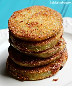Fried Green Tomatoes - seriously one of the best things in the world! Side Recipes, Great Recipes, Favorite Recipes, Yummy Food, Tasty, Southern Recipes, Southern Food, Green Tomatoes, Appetizer Recipes