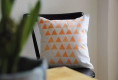 binedoro Blog, Kissen, bedrucken, Dreiecke, DIY, stamp, Triangle, printing, pillow