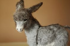 Needle felting, donkey foal, felted animal, needle felting horse Donkey foal, Burro soft doll miniature This tiny Burrito foal is furry, soft and sweet. A beautiful piece for equine lovers. MADE TO ORDER. -The Burrito measures 18cm tall (7inches) Glass eyes and four different wool were used to create this unique sculpture. Minzoo 2017 all rights reserved.