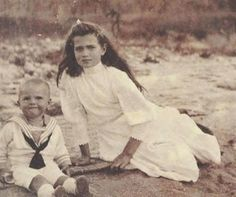 Grand Duchess Maria and a very young Tsarevich Alexej (Romanov) Actually, this isn't Alexei. Maria is much too old in this photo for the toddler to be Alexei. This looks to be in 1908 or so, Alexei was born in 1904. By age 4 he was taller, etc etc. Here's a photo of him in 1907, certainly taller and hairier than the boy in the photo. The boy in the photo is most likely a German cousin, though I'm unsure of which cousin it is.