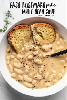 Easy Rosemary Garlic White Bean Soup - Budget Bytes - - This incredibly easy Rosemary Garlic White Bean Soup takes only eight simple ingredients to deliver a bowl full of rich, bold flavor. Whole Food Recipes, Cooking Recipes, Budget Recipes, Lasagna Recipes, Pizza Recipes, Vegetarian Recipes, Healthy Recipes, Vegan Soups, Healthy Soup