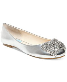 An eye-catching bow makes the Ever Bow ballet flats a beautiful, sparkling…