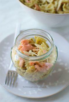 Farfalle al pesto di pistacchi e mandorle con salmone, un'idea nuova, golosa e leggera di pasta fredda