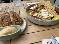 #cesarsalade #salade #restaurant #krelis Lucky Food, Cobb Salad, Restaurant, Cheese, Salad, Diner Restaurant, Restaurants, Dining