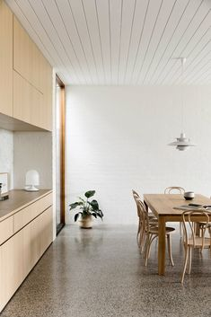Brighton House by Rob Kennon Architects takes cues from the coast, fusing a traditional palette and creating spaces of controlled openness and retreat. Interior Desing, Interior Inspiration, Interior Architecture, Interior And Exterior, Interior Decorating, Brighton Houses, Terrazo, Sweet Home, Home Remodeling