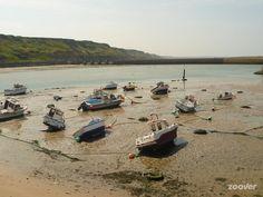bootjes op de kant bij port -en bessin