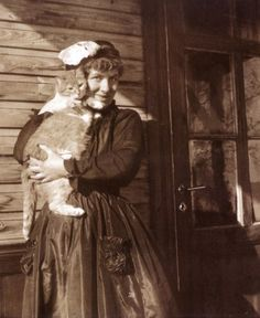 Edith Södergran, Finnish poet and her turn of the century cat