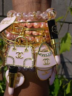 Charm Bracelets For Girls, Bangle Bracelets With Charms, Arm Candy Bracelets, Bangles, Cute Jewelry, Bling Jewelry, Beaded Jewelry, Jewelry Accessories, Jewelry Design