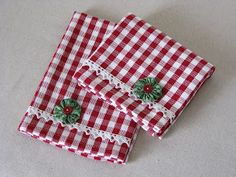 cute and simple Christmas towels. Not a huge fan of the red gingham, but I really like the idea. Perhaps with a linen towel and the lace? Christmas Towels, Christmas Sewing, Christmas Items, Simple Christmas, Christmas Projects, Christmas Crafts, Diy Christmas Napkins, Linen Towels, Tea Towels