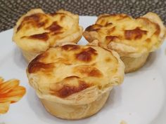 Εύκολα κοτοπιτάκια με μπεσαμέλ - Just life Muffin, Breakfast, Food, Morning Coffee, Essen, Muffins, Meals, Cupcakes, Yemek