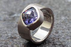 3,05ct Iolith Ring in 500er Palladium von Schmuckbotschaften auf DaWanda.com