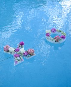 18th Birthday Party Outfit, Outdoor Party Foods, Pool Wedding Decorations, Pool Party Outfits, Dinner Party Table, Floating Flowers, Flower Letters, Diy Pool, Flower Lights