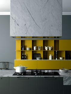 Studiopepe—Meson's yellow kitchen cabinets - cuisine marbre Design Moderne, Deco Design, Küchen Design, Layout Design, House Design, Design Ideas, Design Inspiration, Yellow Kitchen Cabinets, Kitchen Colors