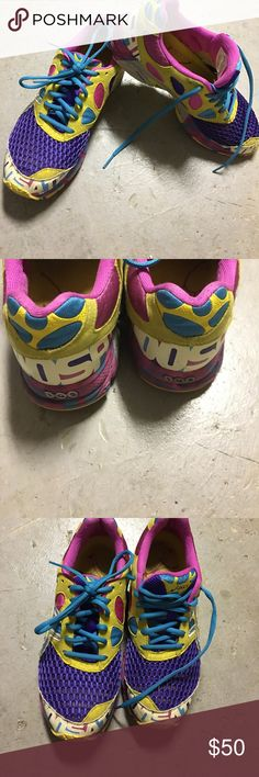 Asics Gel Noosa - Sz 8 GUC - Asics Gel Noosa - Sz 8 Running shoes These are great and fits well. Minor imperfections due to wear. Tons of runs left. Asics Shoes Sneakers