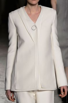 Gabriele Colangelo Fall 2015 Runway Pictures : Gabriele Colangelo at Milan Fall 2015 (Details) Abaya Fashion, Couture Fashion, Runway Fashion, Fashion Dresses, Blazer Outfits, Casual Outfits, Suits For Women, Clothes For Women, Designs For Dresses