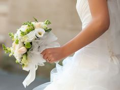 All brides dream of having the ideal wedding day, but for this they require the most perfect wedding gown, with the bridesmaid's dresses enhancing the brides dress. Here are a few tips on wedding dresses. Bridal Show, Wedding Show, Dream Wedding, Wedding Day, Hotel Wedding, Wedding Halls, Luxury Wedding, Wedding Ceremony, Wedding Who Pays