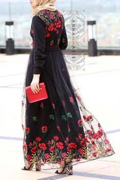 modern islamic dresses jilbabs online Lulu Lace Abaya woman in islam arabian abayas islamic headscarf simple abaya Iranian Women Fashion, Islamic Fashion, Muslim Fashion, Modest Fashion, Fashion Dresses, Modest Clothing, Muslimah Clothing, Modest Maxi Dress, Shrug For Dresses
