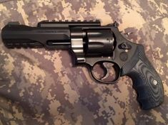 Smith And Wesson TRR8 vz grips