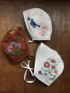 Diy Embroidery, Embroidery Patterns, Baby Maker, Newborn Photo Outfits, Cute Baby Shoes, Baby Bonnets, Baby Bloomers, Crochet Baby Hats, Cute Outfits For Kids