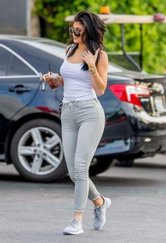 kylie-jenner-in-tight-jeans-out-in-calabasas-august-2015_10