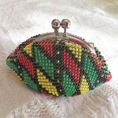 WEBSTA: #ビーズがま口#ビーズ編み#ビーズ編みがま口#crochet#beads #beadscrochet #beadcrochet #がま口#がま口財布 #Huaweimate9#mate9#ワイドアパーチャ #ラスタカラー
