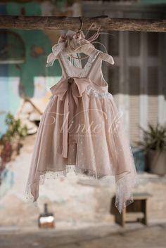 Φόρεμα βάπτισης Vinte Li 2701 μαζί με κορδέλα για τα μαλλιά, annassecret, Χειροποιητες μπομπονιερες γαμου, Χειροποιητες μπομπονιερες βαπτισης Christening Themes, Baptism Outfit, Girls Dresses, Flower Girl Dresses, Baby Girl Fashion, Baby Sewing, Little Princess, Kids Outfits, Wedding Dresses