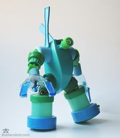 "Bottle robot ""Bleen Brothers"" What a great idea! Bottle Cap Art, Plastic Bottle Crafts, Diy Bottle, Recycle Plastic Bottles, Recycled Robot, Recycled Art, Crafts For Boys, Diy For Kids, Toys From Trash"