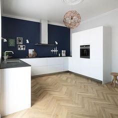 Smalle visgraat houten vloer in de keuken - www.fairwood.nl
