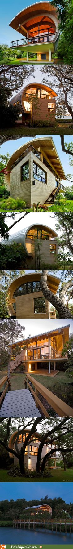 The Casey Key Guest House in Osprey, Florida. More pics and details at http://www.ifitshipitshere.com/award-winning-guest-house-florida-sweet-sparkman-architects-25-photos/