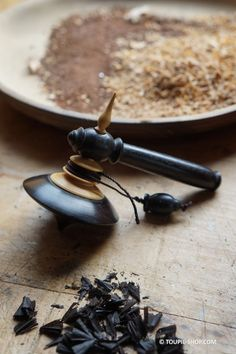 Duo Spinning Ebony and Boxwood Made in France Collection Games Spinning Top Shop Toy Shop Wood Spinning Top Kid Adult Game Wood Turning Projects, Lathe Projects, Spinning Top, Wooden Tops, Wood Creations, Wood Lathe, Wooden Art, Bottle Stoppers, Toys Shop