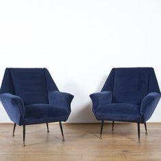 Des fauteuils en velours indigo, Design Market. On s'imagine bien se lover dans ce duo de fauteuils au piètement en acier cet hiver non ?