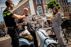 Woon je in Rotterdam of omstreken en wil je graag een scooter kopen in Rotterdam? Rotterdam kent diverse scooterwinkels. Iedere Rotterdamse wijk heeft eigenlijk wel een scooterzaak, maar toch kiezen veel Rotterdammers ervoor om uit te wijken naar andere plaatsen voor het aanschaffen van een scooter, of zelfs om gewoon op het internet te zoeken …