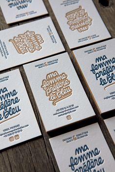 Cartes de visite en deux couleurs avec débossage sur papier français pur coton 710g / letterpress business cards printed in 2 colors onto 710gsm french cotton paper / Ma femme préfère le bleu