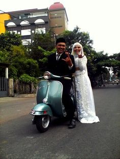wedding with vespa. keep rocking