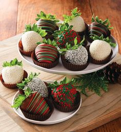 Holiday Chocolate-Covered Strawberries Más