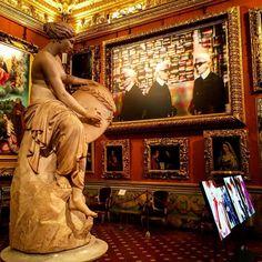 Between Raphael and Rubens there's Karl...Lagerfeld #pittiuomo #pu90 #lagerfeldexhibition #visionsoffashion #firenzebyalexcommentator #pitti #pittipalace #galleriapalatina #palazzopitti #art #fashionphotography