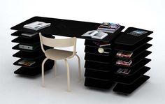mesa de escritório com várias divisórias