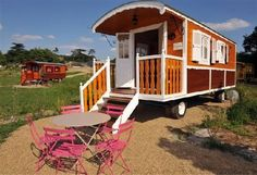 Vacation Caravans ~ Les Roulottes du Moulin, Chenille-Change