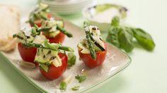 Gevulde tomaat met pasta, groene asperge en Parmezaanse kaas