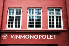 Vinmonopolet has the monopoly in selling liquor in Norway as the alcohol sales are controlled by the state. Monopoly, Norway, Liquor, Garage Doors, Alcohol, Tours, Outdoor Decor, Home Decor, Rubbing Alcohol