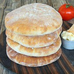 Stora fluffiga tekakor – Lindas Bakskola Kan kalljäsas Snack Recipes, Cooking Recipes, Snacks, Salty Foods, Bread Bun, Swedish Recipes, Bagan, No Bake Desserts, Bread Baking