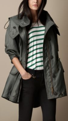 Shop the latest womenswear from Burberry including seasonal trench coats, leather jackets, dresses, denim and skirts. Chic Outfits, Fashion Outfits, Black Outfits, Trench, Women Wear, Clothes For Women, My Style, Jackets, Fashion Design
