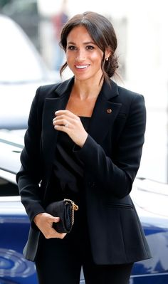 8 Photogenic Tricks Meghan Markle Has Memorized Meghan Markle black suit Meghan Markle Suits, Estilo Meghan Markle, Meghan Markle Style, Meghan Markle Fashion, Meghan Markle Wedding, Looks Style, My Style, Look Formal, Look Blazer