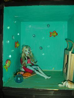 Lagoona's Underwater Room Monster High Doll Furniture, Dollhouse Furniture, Monster High Crafts, Underwater Room, Beaded Cross Stitch, Dollhouse Ideas, Ag Dolls, Doll Stuff, Custom Dolls