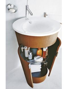 Vielfältig, geräumig, praktisch: Auf Stauraum zu verzichten ist keine Option. Deshalb schon bei Waschtisch- und becken auf Abstellmöglichkeiten oder einen Unterschrank achten.