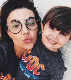 Os óculos de grau unem o útil ao estiloso! Invista em modelos confortáveis e contemporâneos como a linda @pamellaferraric e seu Prada!  #oticaswanny #pamellaferraric #prada #oculosdegrau #pradacinema