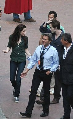 Rob Pattinson & Kristen Stewart on the set filming New Moon in Italy