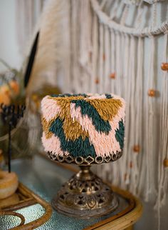 If you're planning to throw the ultimate bash that's stylish and chock full of puns, this boho halloween party inspired by Friends - the show - is perfect! Pretty Cakes, Cute Cakes, Beautiful Cakes, Amazing Cakes, Cake Cookies, Cupcake Cakes, Kreative Desserts, Halloween Party, Halloween Decorations